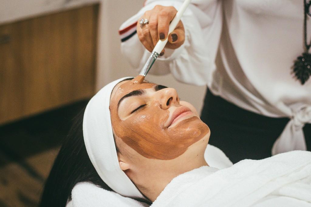 unna dig en lyxig ansiktsbehandling på vårt beautycenter
